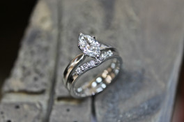 PLATINUM WISHOBONE DIAMOND RING & PALLADIUM BAND