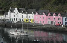 Visiting Yatch - Harbour Portree