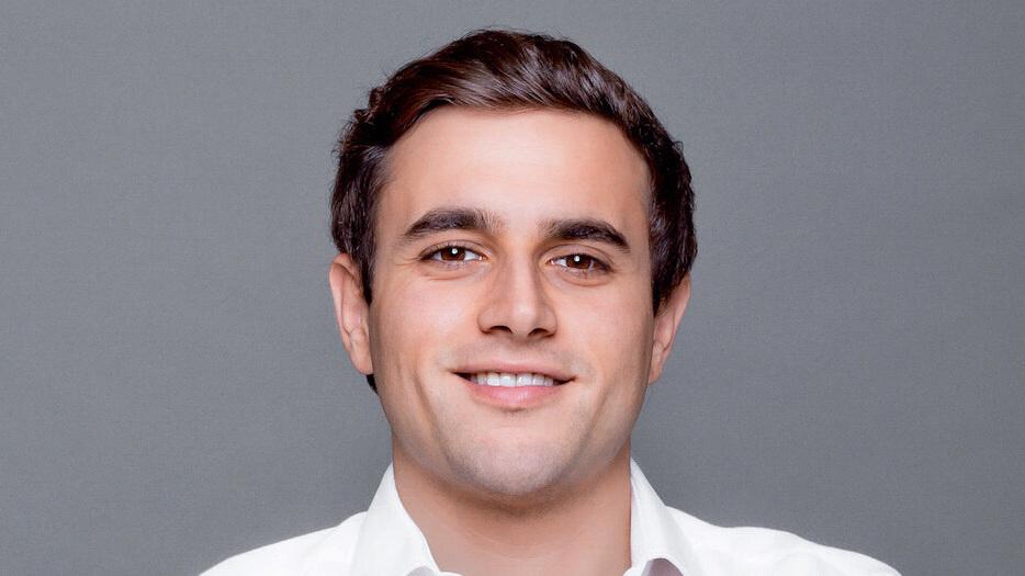 Outsource software development - Evan Varsamis