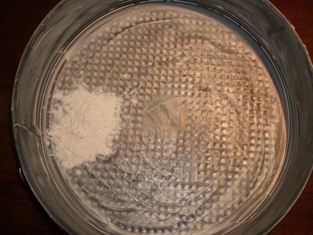 Extendemos la mantequilla en el molde