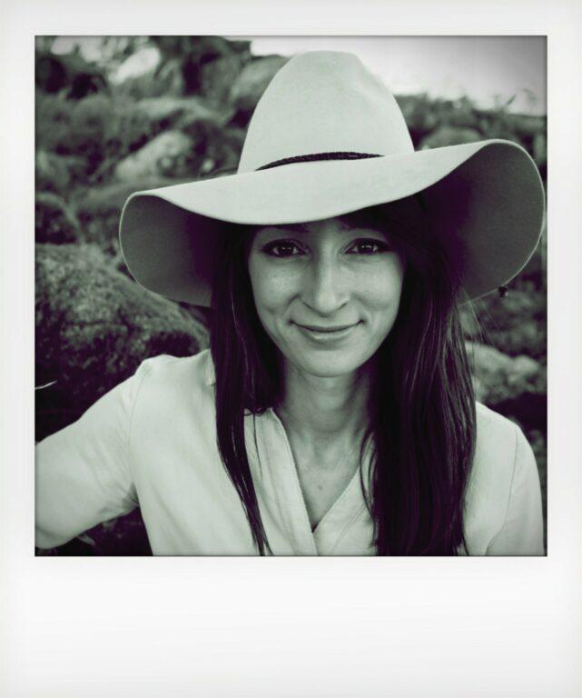 The Scientists - Dr. Anika Molesworth on Violet Book Online (en-GB)