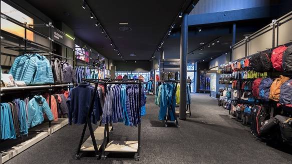 Re-opened Salomon brand store in Sölden welcomes season-opening World Cup alpine ski races