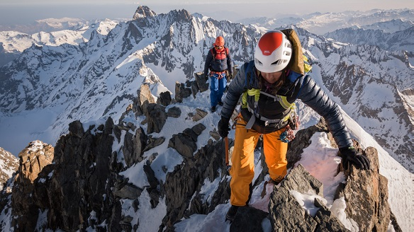 From climbing to gliding: mixing mountain sports