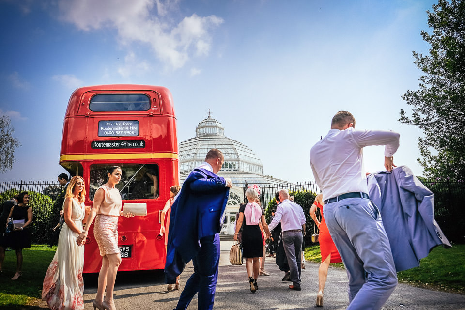 How to entertain your wedding guests