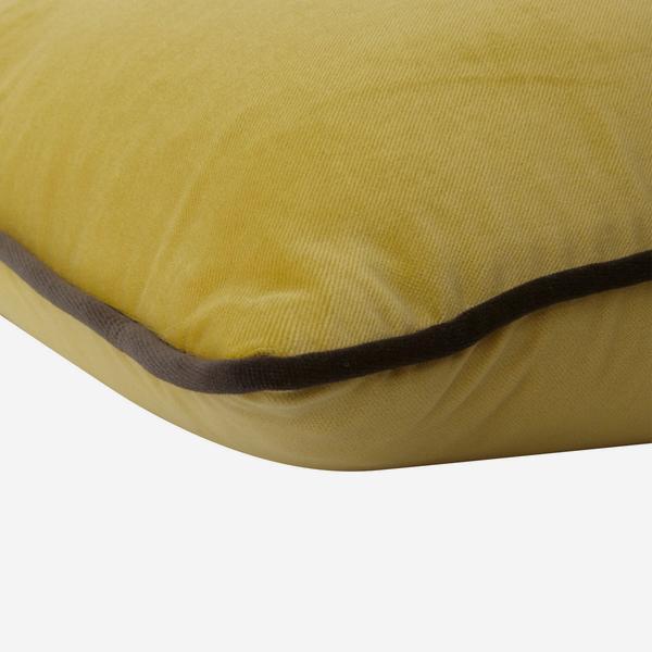 Pelham_Pear_Cushion_with_Chocolate_Piping_Detail_ACC2638_