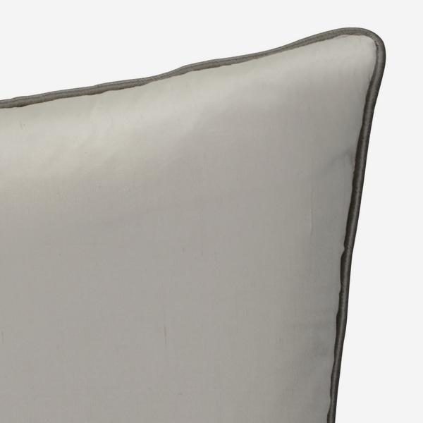 Markham_Ice_Cushion_with_Silver_Piping_ACC2726_