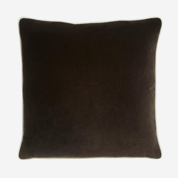 Pelham_Chocolate_Cushion_with_Milk_Piping_ACC2644_