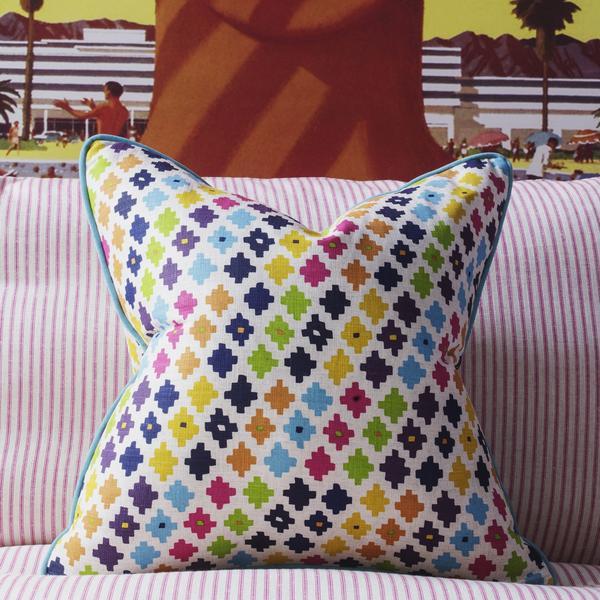 serengeti_multi_cushion_lifestyle