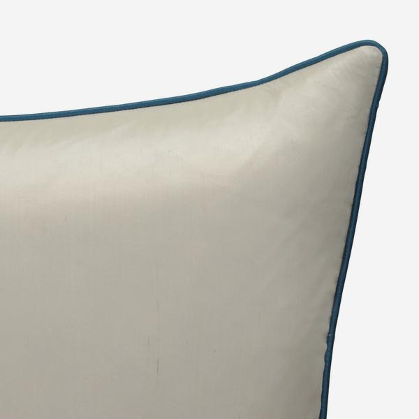 Markham_Ice_Cushion_with_Peacock_Piping_ACC2728_