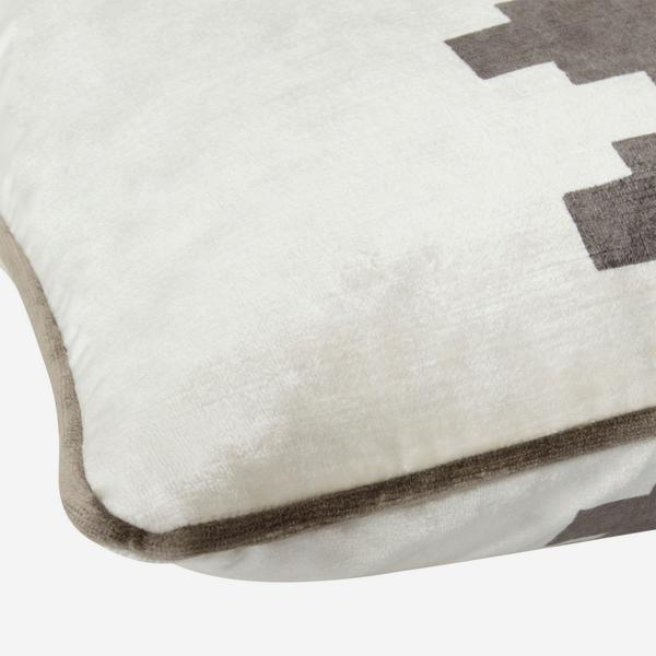 Mohave_Grey_Cushion_Detail_ACC2531_