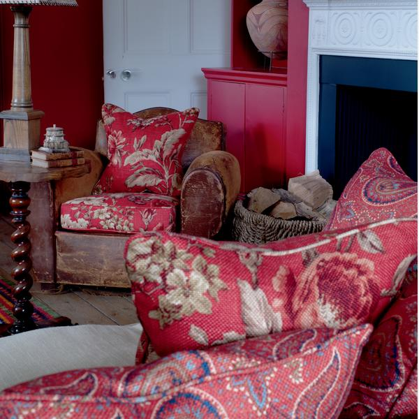 Botanist_Red_Fabric_Lifestyle_2