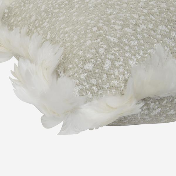 Csh_Dimitri_Natural_FB_White_Feather_P_Corner_ACC2723_