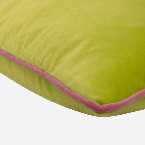 Pelham_Apple_Cushion_with_Gobstopper_Piping_Detail_ACC2741_