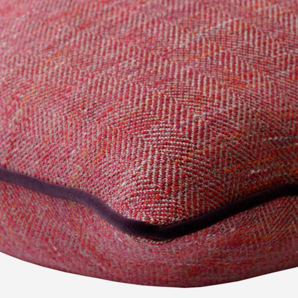 Delphini_Red_Berry_Cushion_Piping_Detail