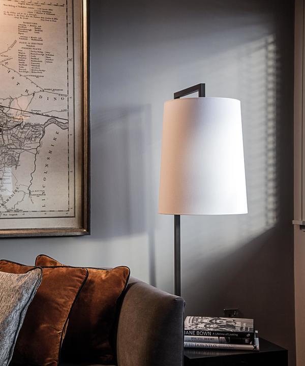 amanda_rosa_DD_Leeds___Signature_Suite___lamp_sofa_map_detail