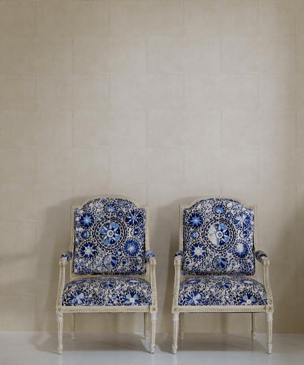 Camelot_Plaster_Wallpaper_vintage_chairs_in_Iznik_Cobalt_fabric