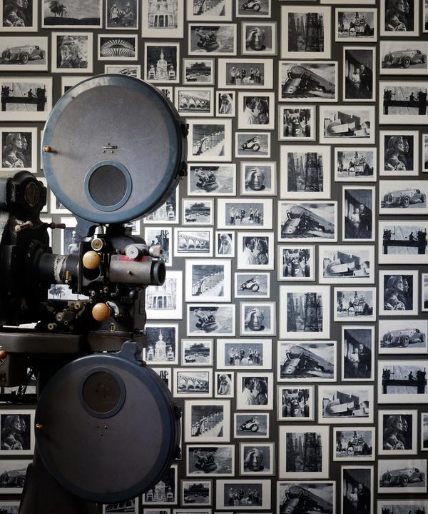 andrew_martin_museum_wallpaper_studio_charcoal_wallpaper_1680px