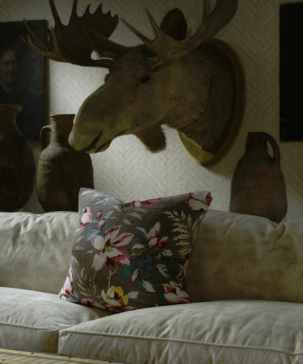 Parquet_Linen_Wallpaper_Cadogan_Sofa_in_Gable_Ivory_Cushion_in_Magnolia_Dark_Taupe
