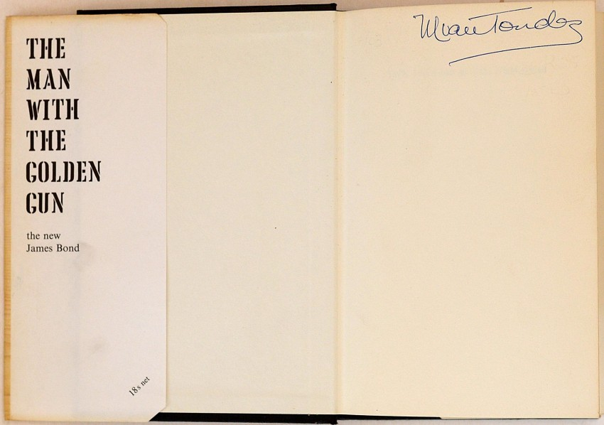 THE MAN WITH THE GOLDEN GUN - SCARCE VARIANT WITH WHITE ENDPAPERS