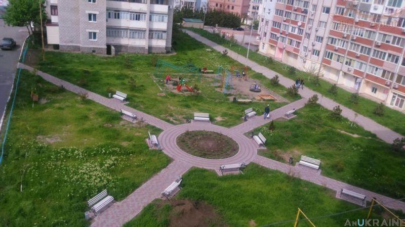 Трехкомнатная квартира в г.Черноморск   Агентство недвижимости Юго-Запад