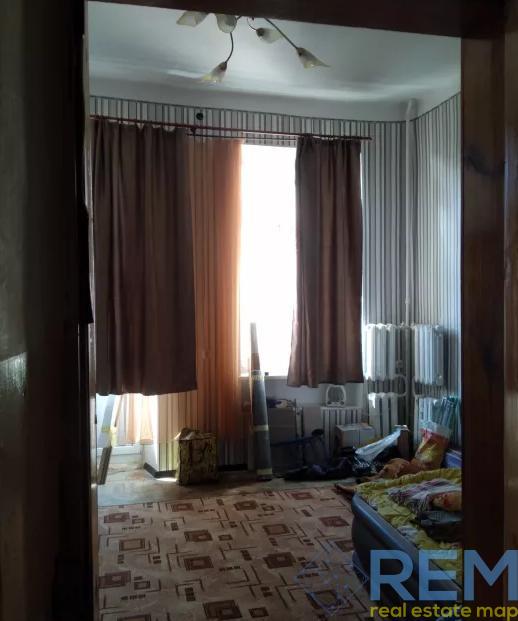 Продам. 3 комнаты с возможностью выкупить весь этаж на улице Успенская.   Агентство недвижимости Юго-Запад