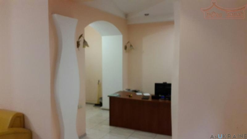 Продается дворовой офис в Центре   Агентство недвижимости Юго-Запад