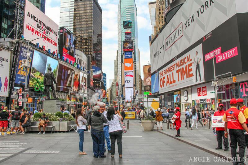 Que ver Times Square Nueva York musicales y tiendas