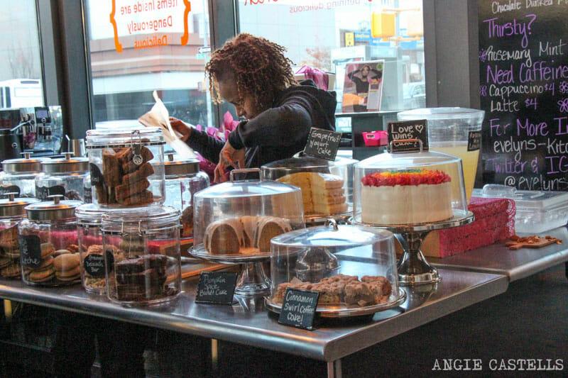 Comer en Nueva York mercado Gotham West Market-9