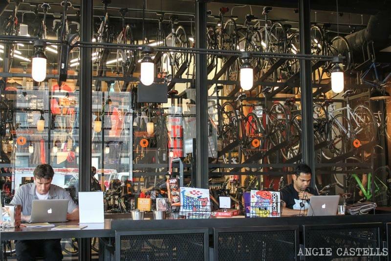 Comer en Nueva York mercado Gotham West Market-5