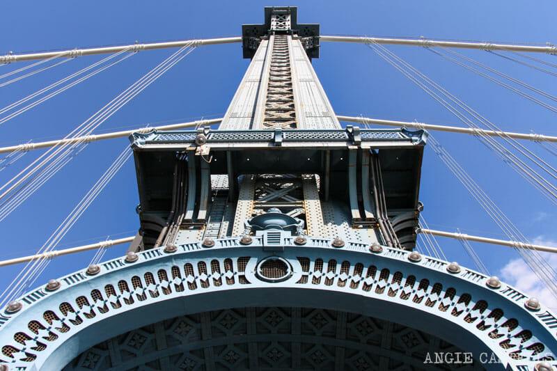 Cruzar el puente de Manhattan, en Nueva York, a pie