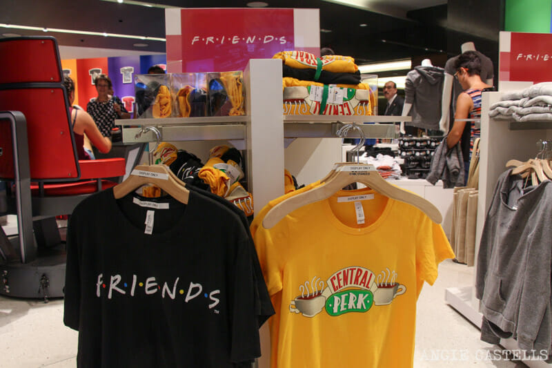 new product d2b7e 52963 Escenarios de Friends en Nueva York  la tienda NBC Store del Rockefeller  Center