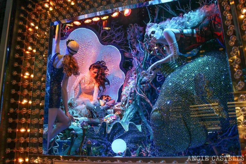 Mejores-escaparates-decoraciones-Navidad-Nueva-York-Bloomingdales