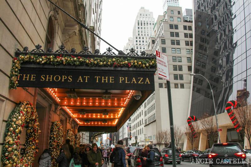 Las mejores decoraciones y escaparates navideños de Nueva York - Hotel-Plaza