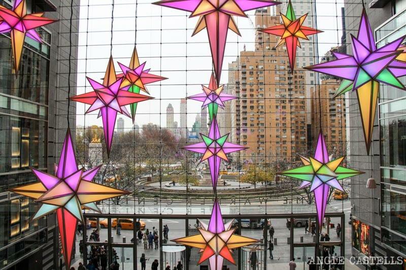 Las mejores decoraciones y escaparates navideños de Nueva York - Columbus-Circle-tiendas