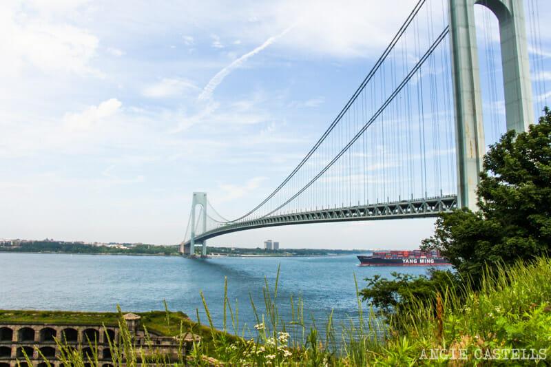 Escenarios de cine en Nueva York: Verrazano Bridge en Fiebre del sábado noche