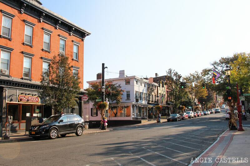 Visitar Sleepy Hollow en una excursión desde Nueva York - Tarrytown Main Street