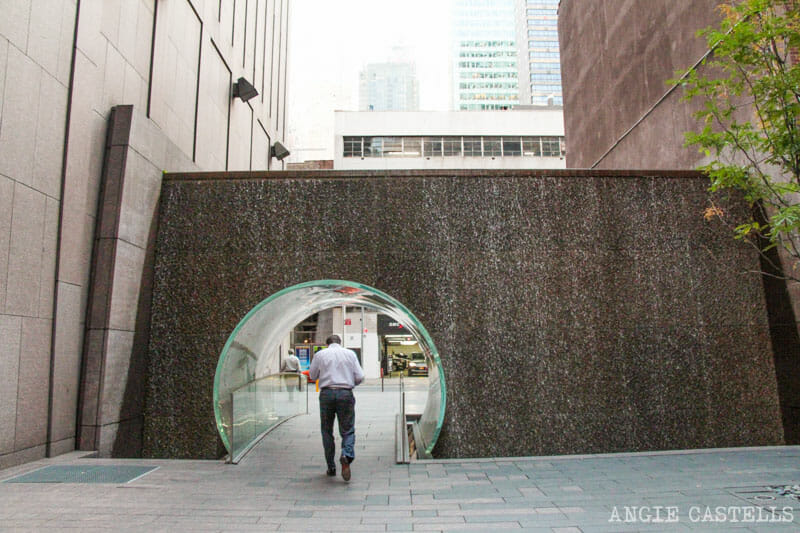 Lugares secretos de Nueva York - Tunel con cascada McGraw Hill