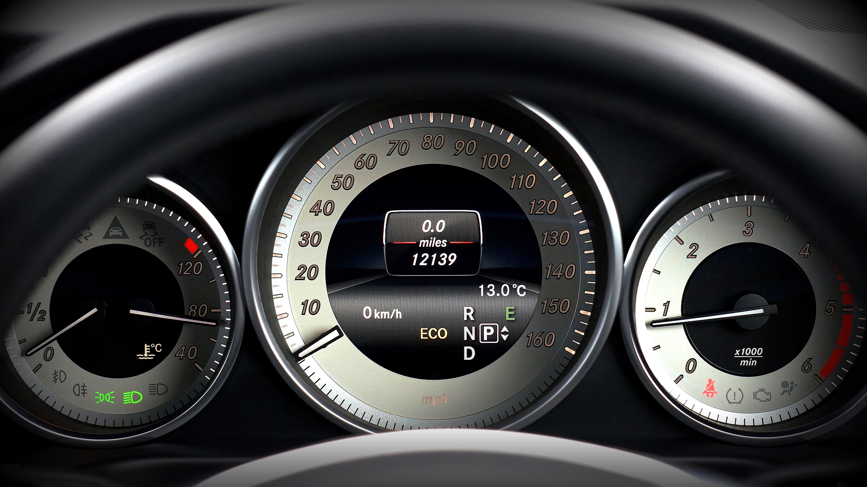 Car dashboard displaying (L-R) petrol gauge, temperature, speedometer, odometer and rev counter.