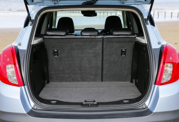 Vauxhall Mokka: Rear View, Boot Open