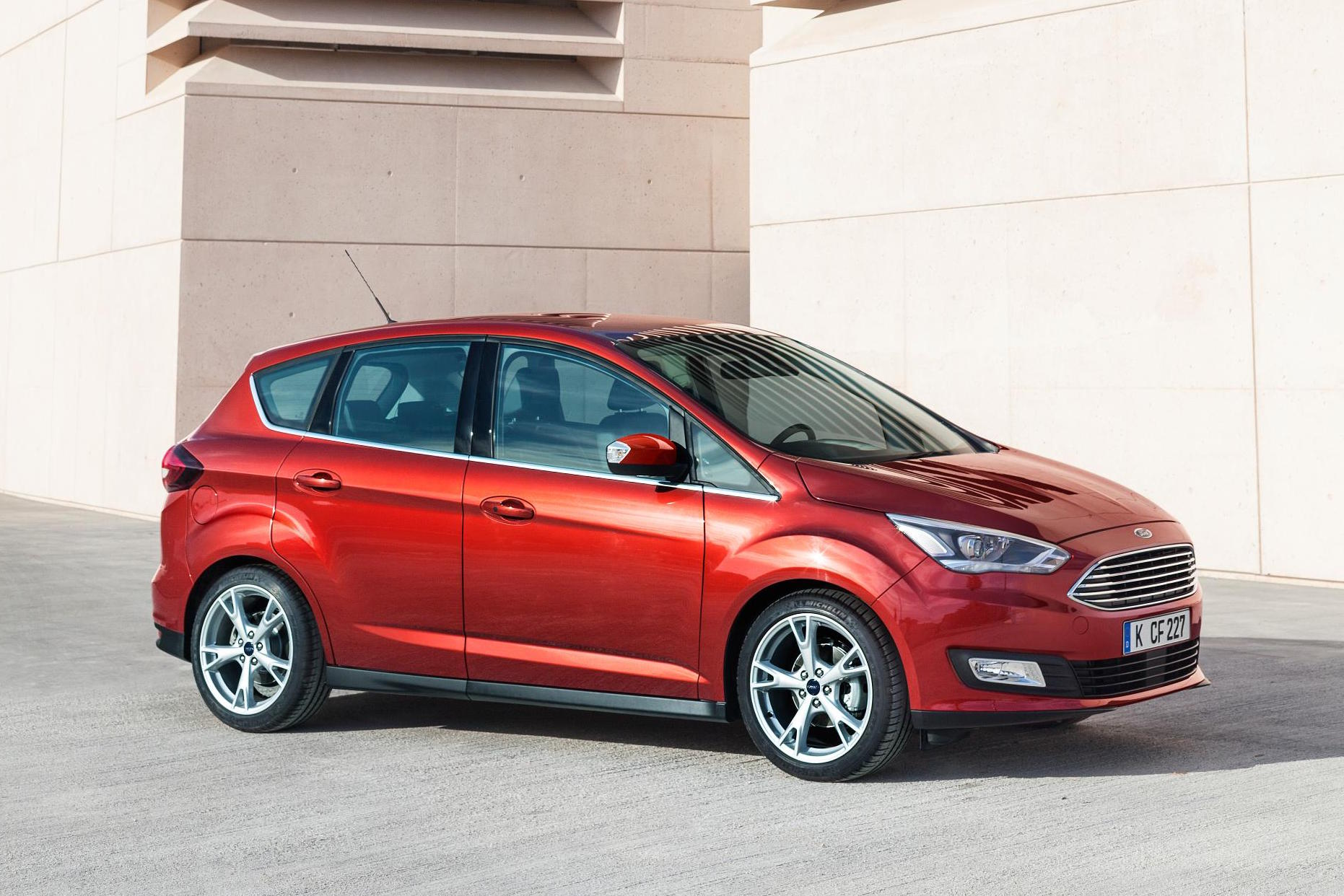 Red Ford C-Max