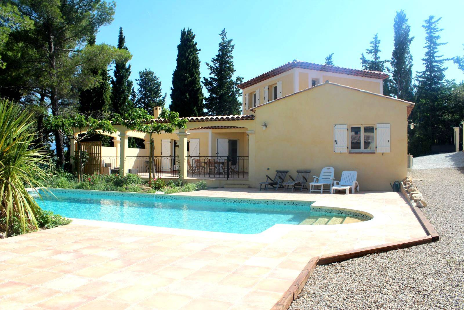 Immobilier flayosc villas et bastides la vente flayosc for Construction piscine 974