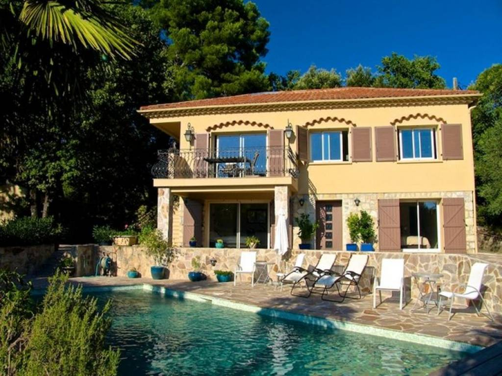 VERY NICE REVOVATED VILLA IN LORGUES WITH POOL