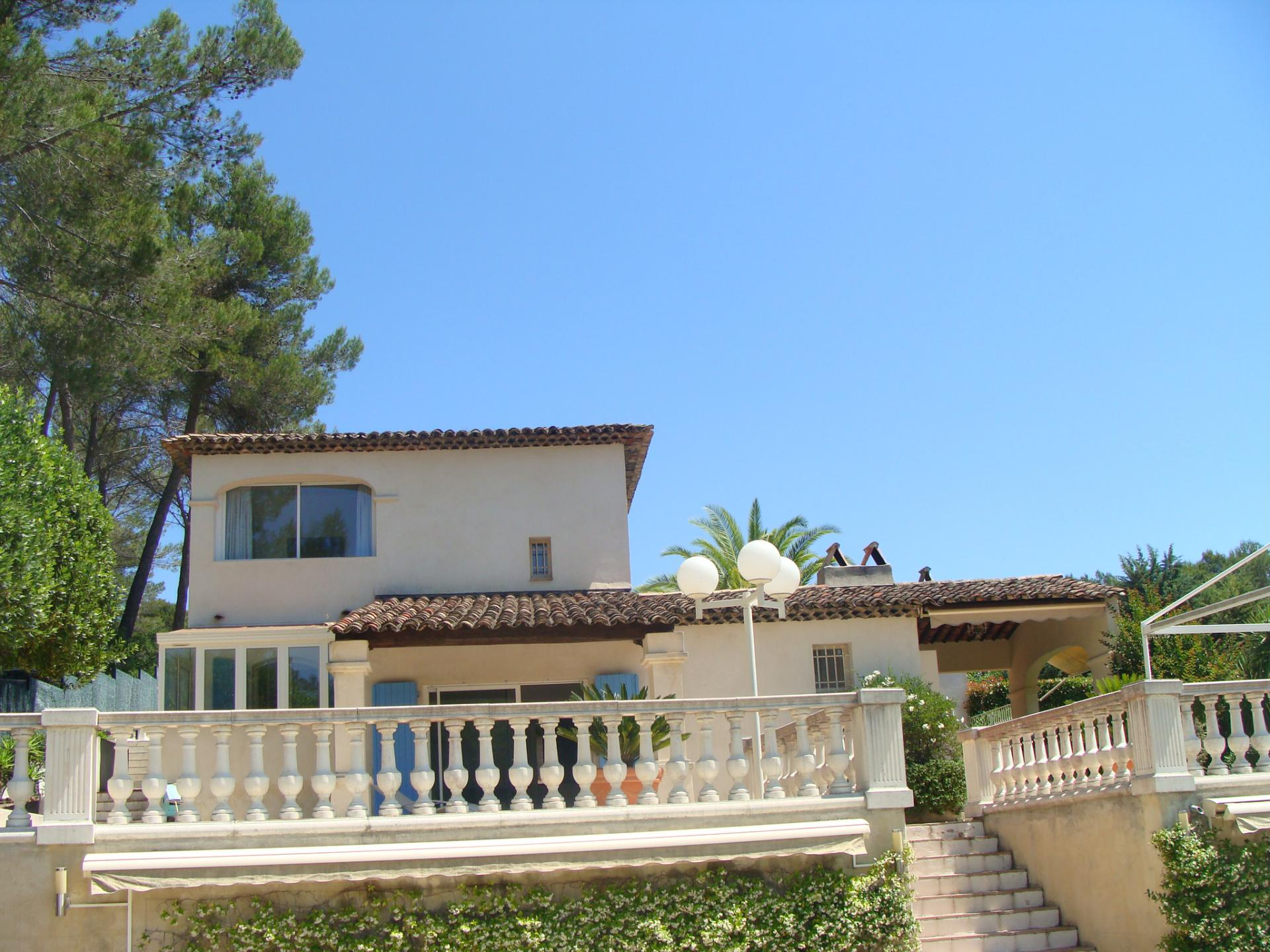NICE 4 BEDROOMS VILLA WITH POOL