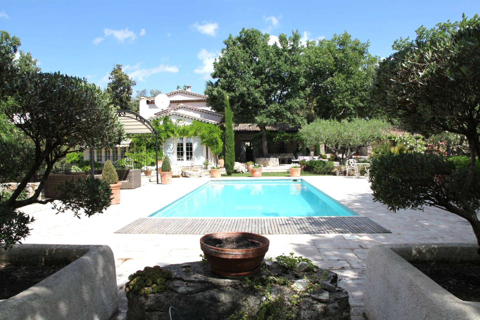 CHARMING PROVENCAL PROPERTY HEATED SWIMMING POOL AND TENNIS COURT