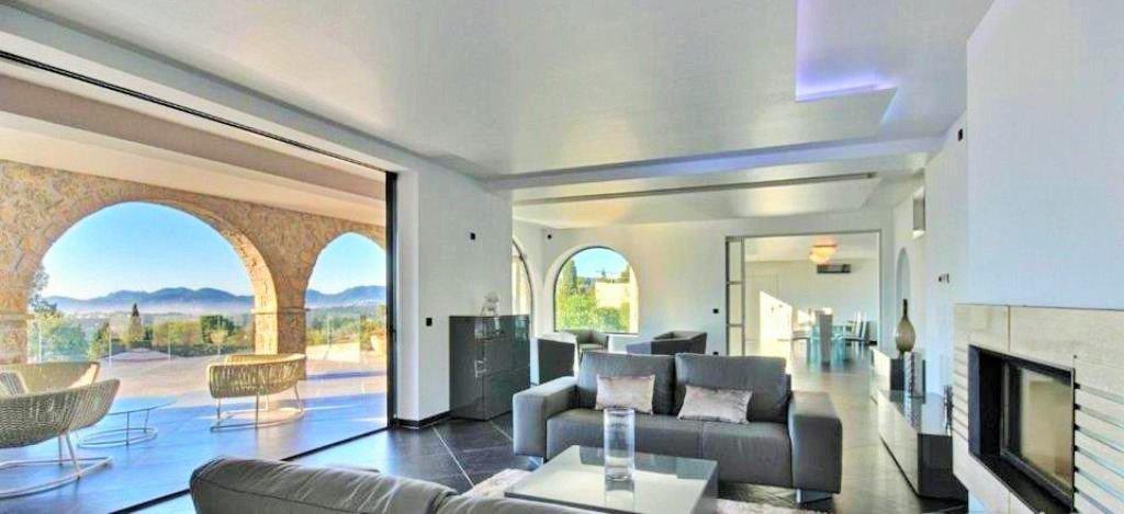 Villa / Property for Sale in Mougins, France
