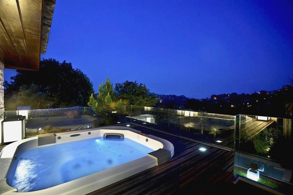 Villa / Property to Rent in Mougins, France