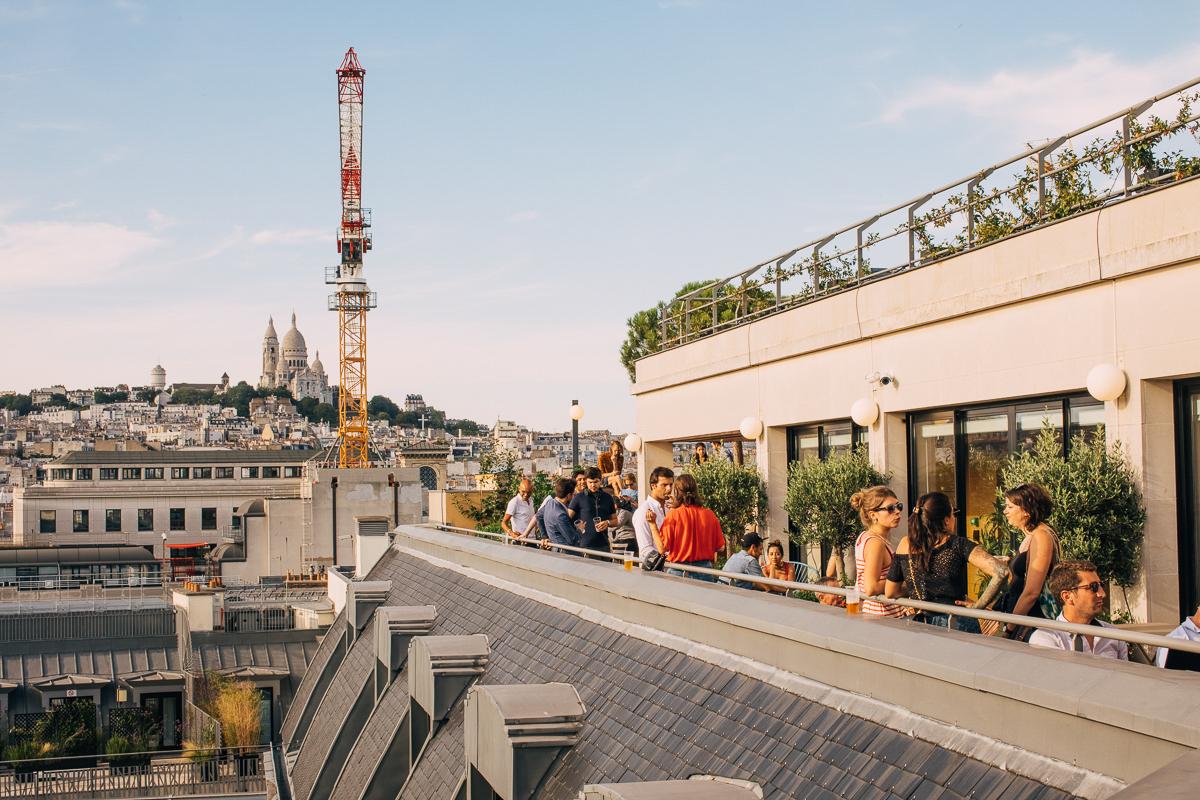 Sixième arrêt : Une terrasse sur les toits parisiens, immeuble type Art Déco - WeWork