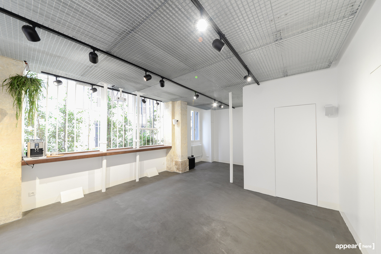 Intérieur et fenêtre d'un atelier parisien