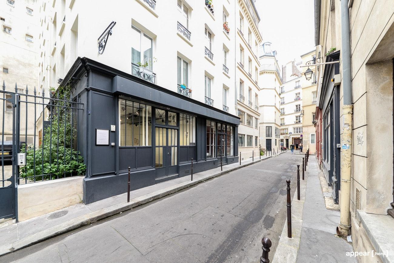 Façade d'atelier industriel parisien