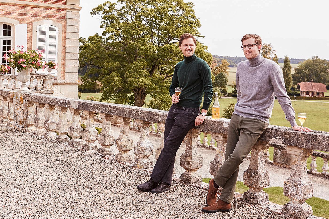 Xavier d'Audiffret Pasquier à gauche et Pierre-Emmanuel Racine-Jourdren à droite au château de Sassy
